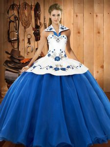 Hot Selling Blue And White Ball Gowns Satin and Tulle Halter Top Sleeveless Embroidery Floor Length Lace Up Vestidos de Quinceanera