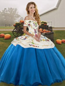 Off The Shoulder Sleeveless Tulle Sweet 16 Dresses Embroidery Lace Up