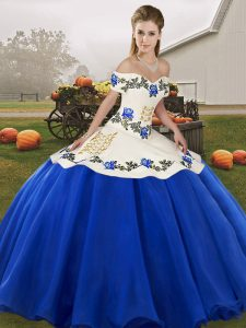 Beautiful Organza Off The Shoulder Sleeveless Lace Up Embroidery and Ruffles 15th Birthday Dress in Blue And White