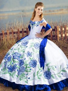 Vintage Off The Shoulder Sleeveless Lace Up Quinceanera Gown Blue And White Satin and Organza