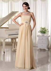 Champagne Strapless Long Ruched Chiffon Appliques Evening Party Dress