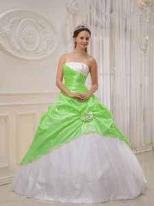 Wonderful Spring Green and White Tulle Quinceanera Gowns with Beading