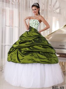 Beautiful Strapless Embroidery Quinceanera Gown Dress and Tulle