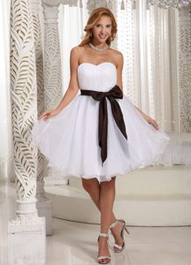 White Sweetheart Knee-length Ruched Prom Dresses with Brown Sash and Bow