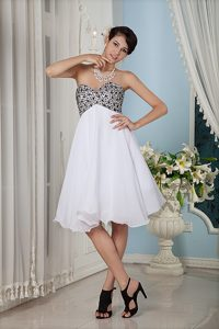 Customized White Knee-length Sweetheart Chiffon Prom Pageant Dress with Beading