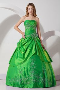 2014 Exquisite Strapless Lace-up Green Quince Dresses with Embroidery