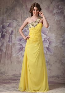 Wonderful Yellow One Shoulder Chiffon Ruched and Beaded Homecoming Dress
