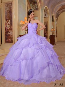Traditional Lavender Sweetheart Quinceanera Gowns with Beading in