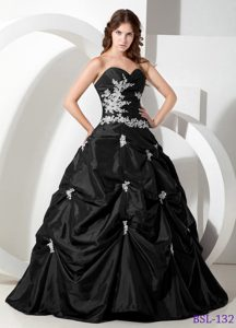Top Sweetheart Appliqued Black Quinceanera Gown with Pick-ups
