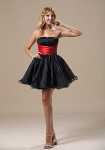 Unique Ruched Strapless Mini-length Black Prom Cocktail Dress with Beading