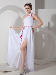 White One-shoulder Long Chiffon Night Club Dress with High Slit and Flowers