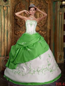 Newest Spring Green and White Strapless Quinceanera Dresss