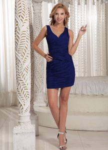 Pretty Royal Blue V-neck Sheath Private Party Dress to Mini-length with Ruche