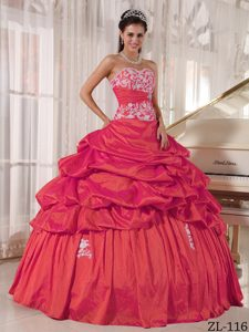 Beautiful Coral Red Quinceanera Dresses with Pick-ups and White Appliques