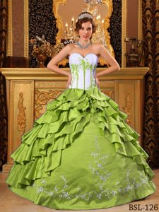 Sweetheart Dress for Quince with Ruffles and Embroidery in Green and White